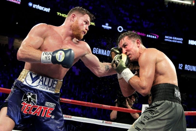 Canelo Alvarez (L) connects with a left hook against Gennady Golovkin (R) during their WBC, WBA and IBF middleweight championship fight on September 16, 2017 in Las Vegas. (AFP Photo)