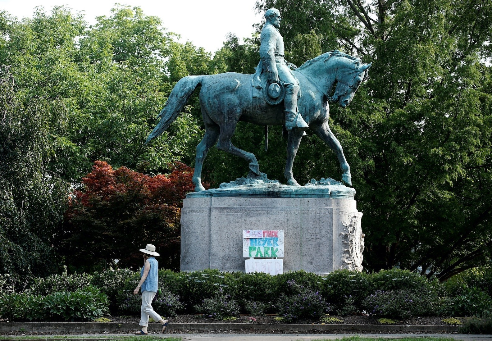 A sign on the statue of Robert E. Lee calls for the park to be renamed for Heather Heyer, who was killed at a far-right rally, Charlottesville, Virginia, Aug. 16.