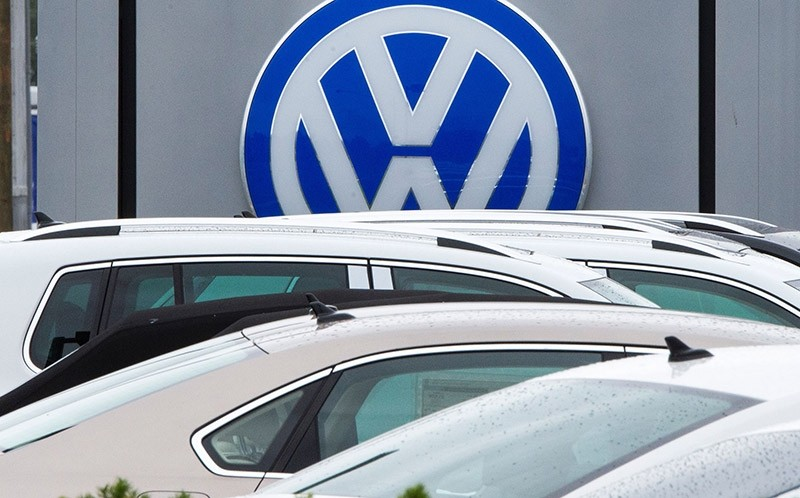 This file photo taken on September 29, 2015 shows the logo of German car maker Volkswagen at a dealership in Woodbridge, Virginia. (AFP Photo)