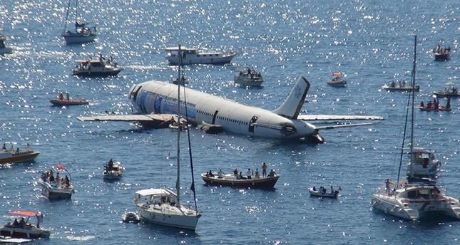 تركيا.. إغراق طائرة في بحر إيجه تشجيعاً للسياحة