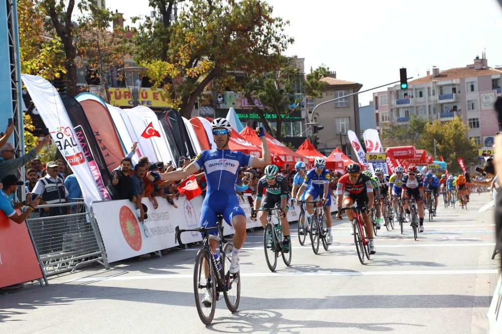 Maximiliano Richeze celebrates after winning the first stage of the Tour of Turkey in Konya, Oct. 9.