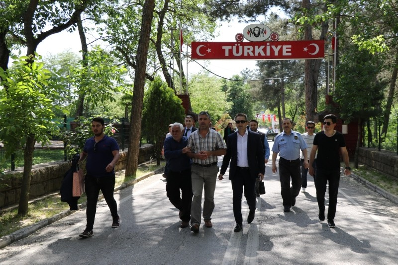 Musa Alerik (center) welcomed by family members and Turkish officials after being detained by Greece (IHA Photo)