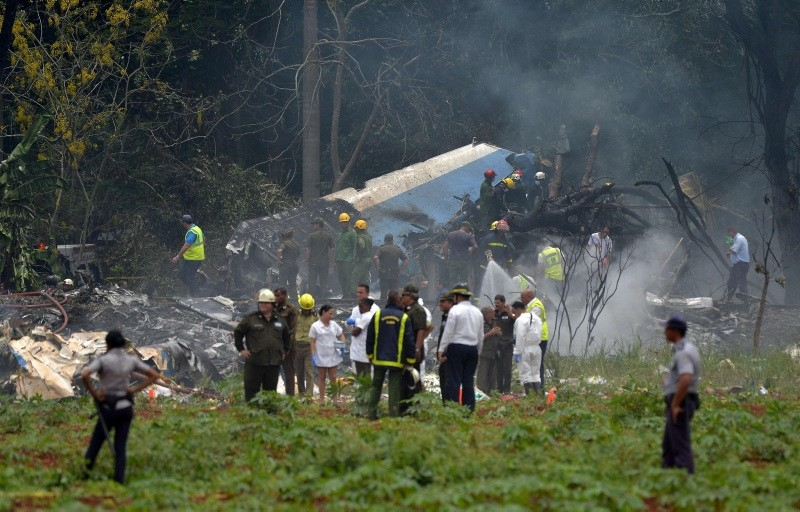 Picture taken at the scene of the accident after a Cubana de Aviacion aircraft crashed after taking off from Havana's Jose Marti airport on May 18, 2018 (AFP Photo)