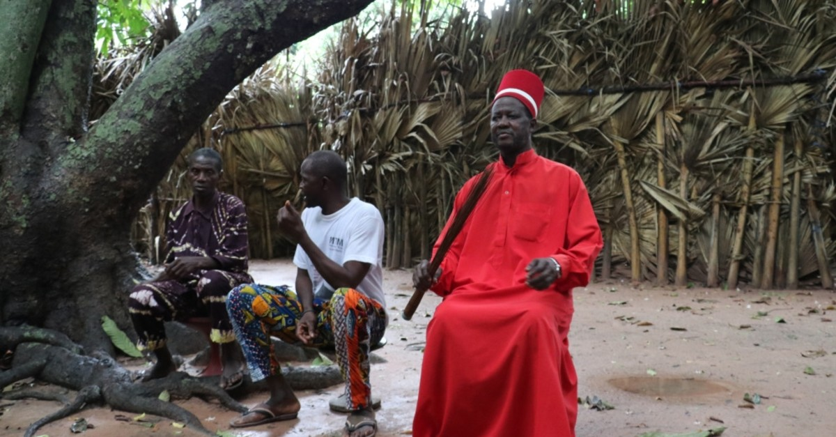 The kingdom is under the reign of King Sibilumbai Diedhiou,  wearing all red, carrying straws of a bamboo broom as a symbol of power and sitting on a stool as a symbol of modesty.
