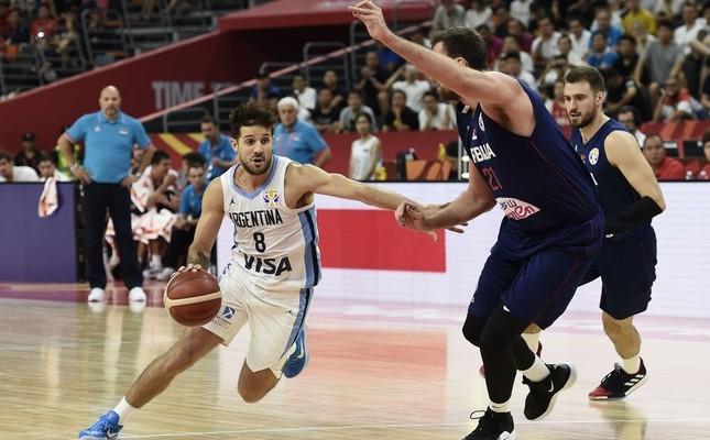 Argentina's Nicolas Laprovittola (L) dribbles past Serbia's Nikola Milutinov in quarterfinal game, Sept. 10, 2019.