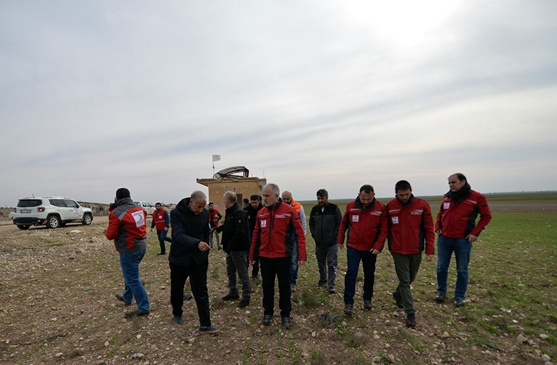 Head of the Turkish Red Crescent Kerem Ku0131nu0131k (center front) checks the site where Turkey will establish a camp for civilians in Syria's Azaz (AA Photo)