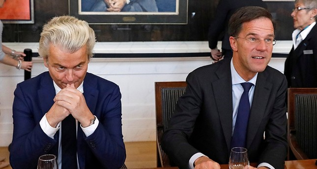 Dutch Prime Minister Mark Rutte (r) of the VVD Liberal Party and Dutch far-right politician Geert Wilders of the PVV party take part in a meeting at the Dutch parliament after the general election in the Hague, Netherlands (Reuters File Photo