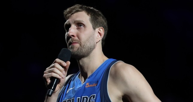 Nowitzki announces retirement after final home game