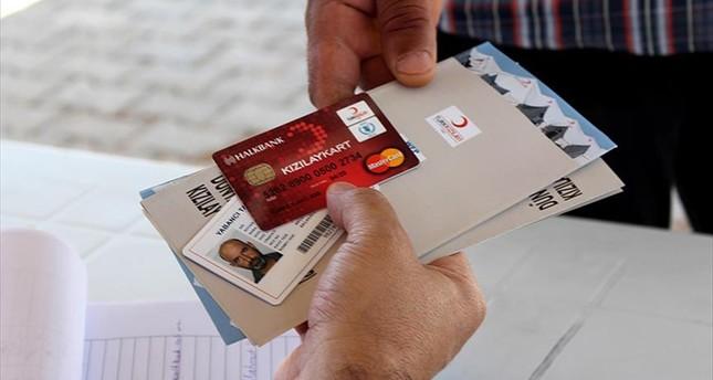 الاتحاد الأوروبي يمنح بطاقات نقدية للاجئين السوريين خارج المخيمات في تركيا