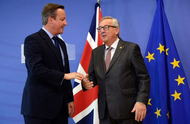 British Prime Minister David Cameron (L) stands with European Commission President Jean-Claude Juncker (R) prior to a meeting at the European Commission headquarters in Brussels, June 28.