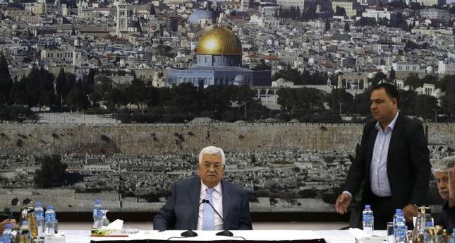 عباس يبدي خشيته إزاء إقامة اليهود الصلاة رسمياً في الأقصى