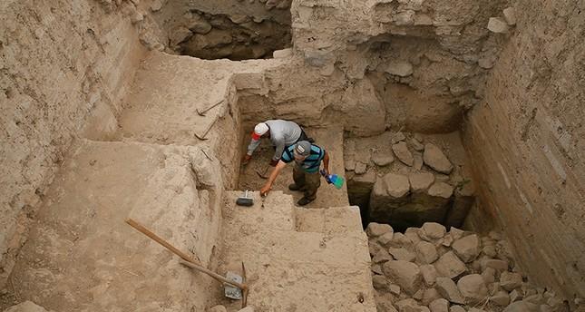 اكتشاف رماد بركاني عمره أكثر من 3 آلاف عام بإزمير غربي تركيا