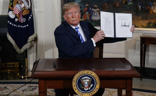 U.S. President Donald Trump signs a presidential memorandum on the Iran nuclear deal, at the White House, May 8, 2018.