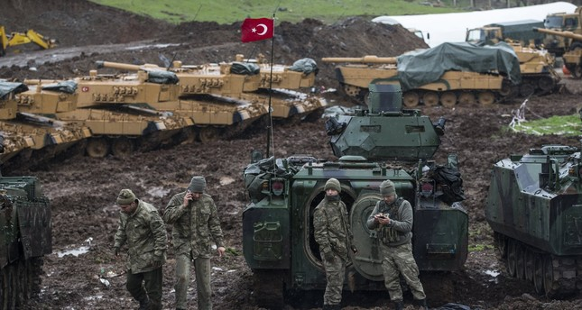 Turkish soldiers training with their tanks near Syrian-Turkish border, at Hatay, Turkey, 23 January 2018. (EPA Photo)