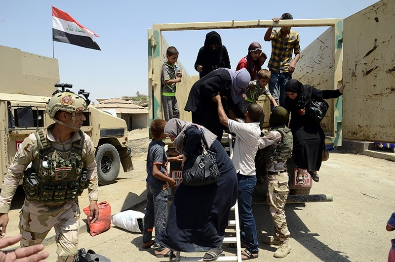Iraqi displaced people arrive to the positions of Iraqi forces at Shifaa district, western Mosul, Iraq, June 17, 2017 (Issued June 18, 2017). (EPA Photo)