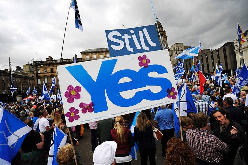 This file photo taken on September 19, 2015 shows pro-independence supporters as they hold a rally in George Square in Glasgow, Scotland. (AFP Photo)