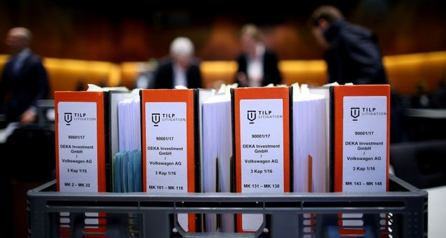 Folders containing documents in connection with the Volkswagen dieselgate scandal are pictured on the first day of the model case proceedings in Germany against German car maker Volkswagen (VW) on September 10, 2018 in Braunschweig. (AFP Photo)
