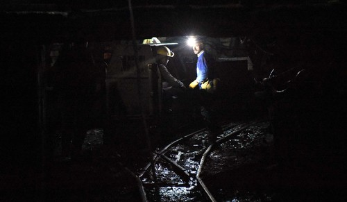 Absolute darkness: A day in a miner's life - Daily Sabah