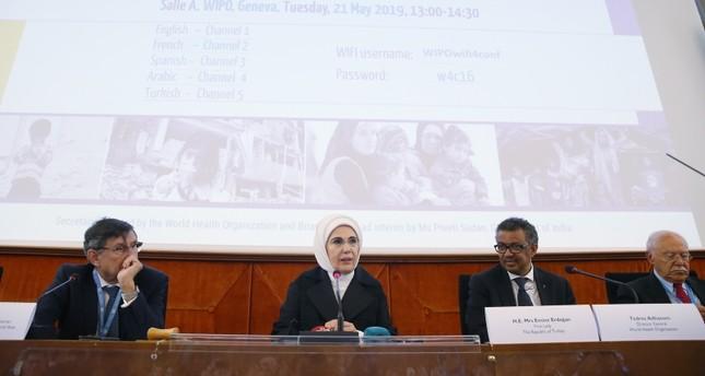 السيدة الأولى في اجتماع منظمة الصحة العالمية في جنيف (الأناضول)