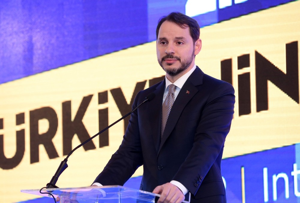 Treasury and Finance Minister Berat Albayrak speaks at the Turkish Investor Relations Society meeting in Istanbul yesterday.