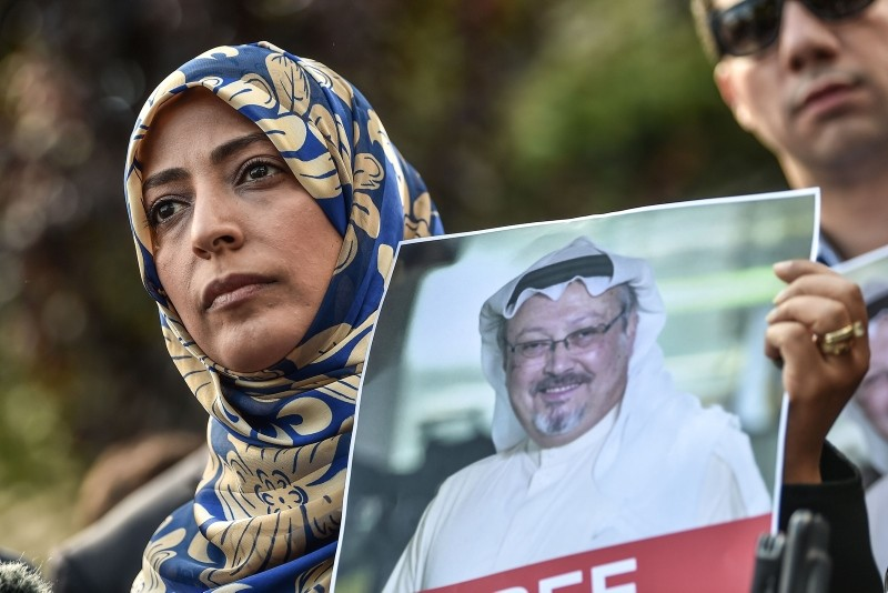 Nobel Peace Prize laureate Yemeni Tawakkol Karman holds a picture of missing journalist Jamal Khashoggi during a demonstration in front of the Saudi Arabian consulate, on October 5, 2018 in Istanbul. (AFP Photo)