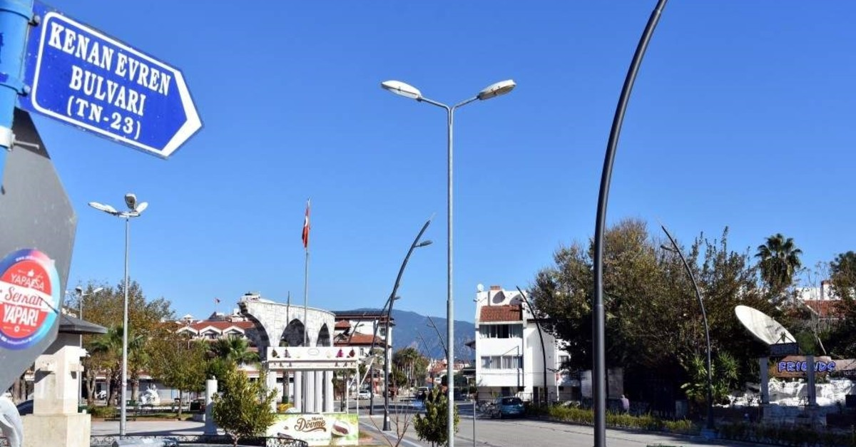 A street sign for Kenan Evren Boulevard in Marmaris where the coup leader spent his retirement. (DHA Photo)