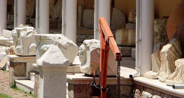 Priesterskulptur aus Museum in Isparta gestohlen