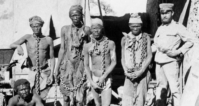 Gefangene Herero in der Kolonie Deutsch-Südwestafrika - Anfang des 20. Jh's  (Foto: AFP/ National Archives of Namibia)