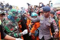 بعد 3 أيام على الزلزال.. عشرات آلاف الإندونيسيين مشردون وسط نقص في الاحتياجات الأساسي