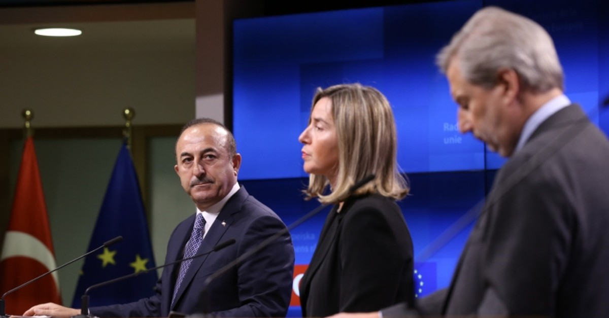 Turkish FM Mevlu00fct u00c7avuu015fou011flu (L), EU Foreign Policy Chief Federica Mogherini (C) and Johannes Hahn, the EU's Commissioner for European Neighborhood Policy and Enlargement Negotiations, hold a press conference in Brussels, March 15, 2019. (AA Photo)