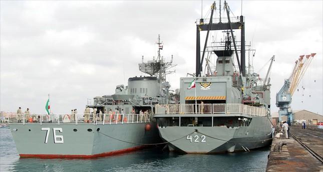 إيران ترسل مدمرة وحاملة مروحيات إلى خليج عدن