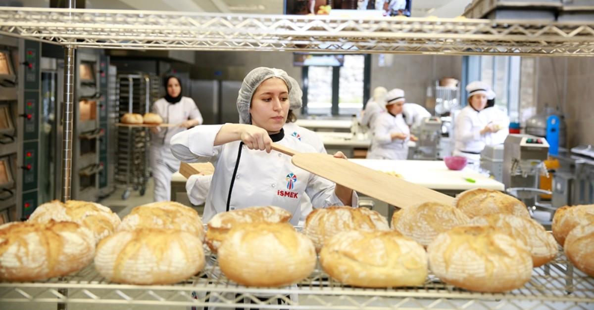 An u0130SMEK trainee practices her baking skills.