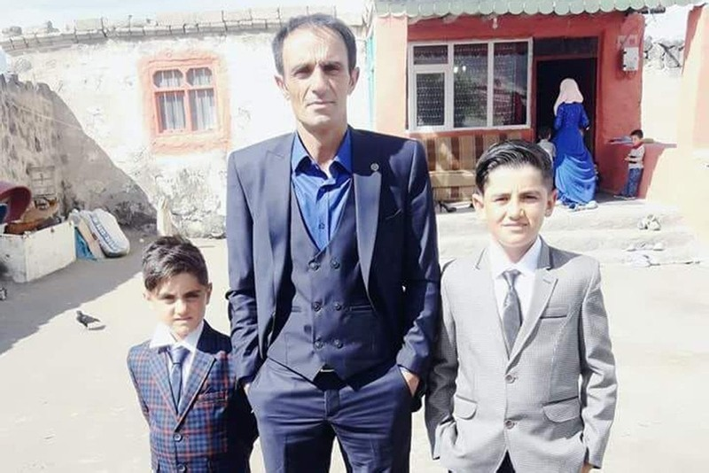 A photo of Mevlu00fct Bengi with his children.