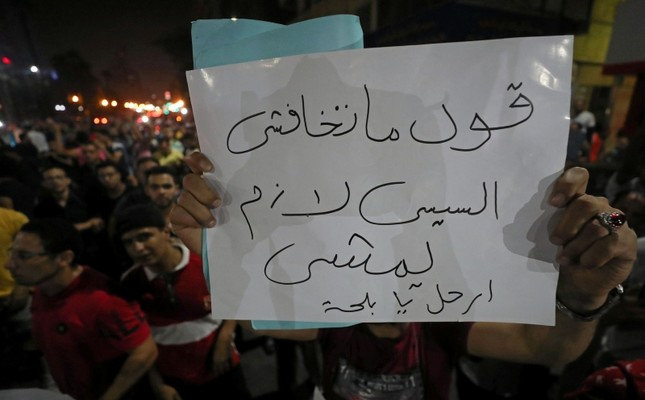 A protester carries a sign that reads Don't be afraid ..say .. Sisi must leave while protesters gather in central Cairo shouting anti-government slogans in Cairo, Egypt September 21, 2019. Reuters Photo