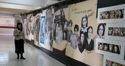 معلمون وطلبة أتراك يحولون مدرستهم إلى معرض فني تخليداً لأبطال الوطن