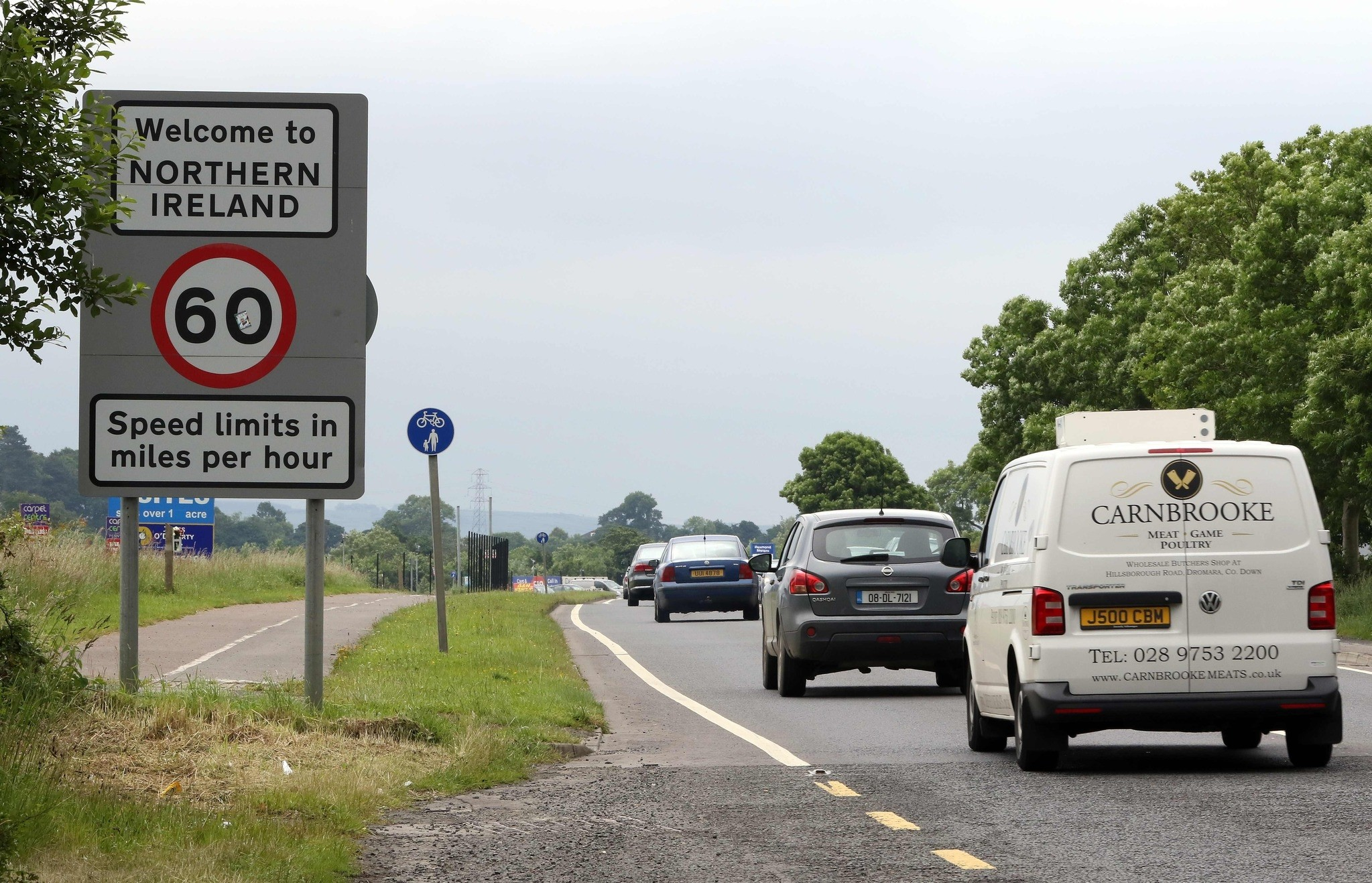 This file photo taken on June 25, 2016 shows vehicles crossing the control-less border from Donegal, Ireland into Northern Ireland. (AFP Photo)