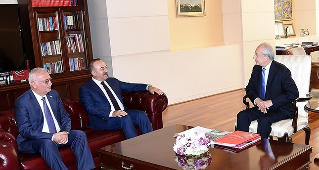 CHP Chairman Kemal Kılıçdaroğlu (right) met with Foreign Minister Mevlüt Çavuşoğlu (Center) and AK Party Group Dep. Chairman Mustafa Elitaş (Left) (DHA Photo)