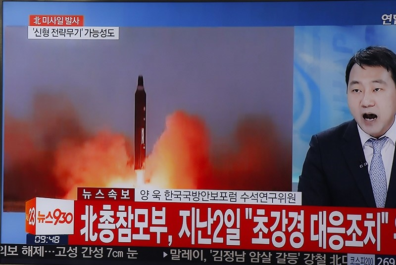 A tv displays a news broadcast reporting on North Korea test-firing ballistic missiles, at a station in Seoul, South Korea, 06 March 2017. (EPA Photo)