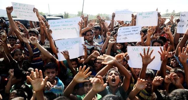 Hundreds of Rohingya refugees shout slogans in Teknaf, Nov. 15, 2018. Reuters Photo