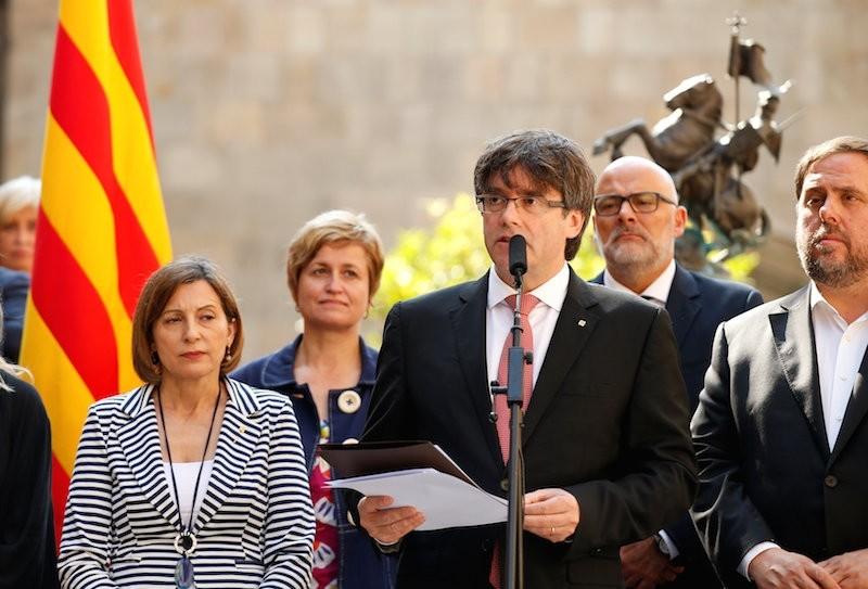 Catalonia's regional President Carles Puigdemont announces a referendum on a split from Spain outside the Palau de la Generalitat, the regional government headquarters, in Barcelona, Spain, June 9, 2017.  Reuters Photo