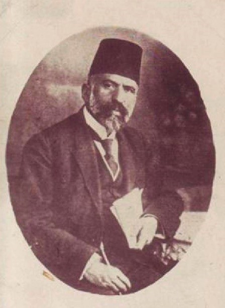 Su00fcleyman Nazif was a poet between the New Generation movement of the 1890u2019s and the national political literary movement of the Constitutional era.