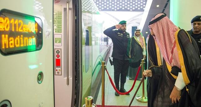 الملك سلمان يدشن قطار الحرمين - رويترز