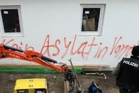 AFP (Archivfoto: Fremdenfeindlicher Slogan mit Rechtschreibfehler)