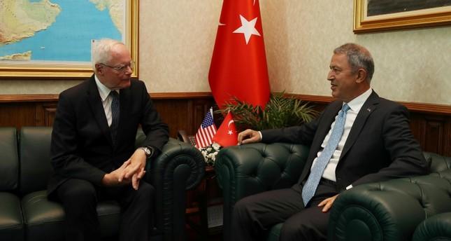 وزير الدفاع التركي يستقبل الممثل الأمريكي الخاص للشؤون السورية