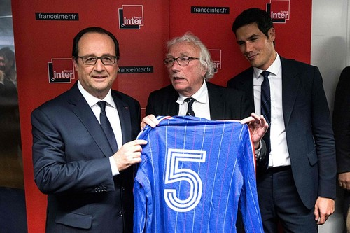 Radio France Director Mathieu Gallet (R) stands next to French President Hollande (L) and former soccer player player Marius Tresor (L). AFP Photo.