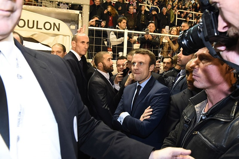 French presidential election candidate for the En-Marche movement Emmanuel Macron (C) looks at the French Top 14 rugby union match between RC Toulon and Lyon on Feb. 18, 2017 at the Mayol stadium in Toulon. (AFP Photo)