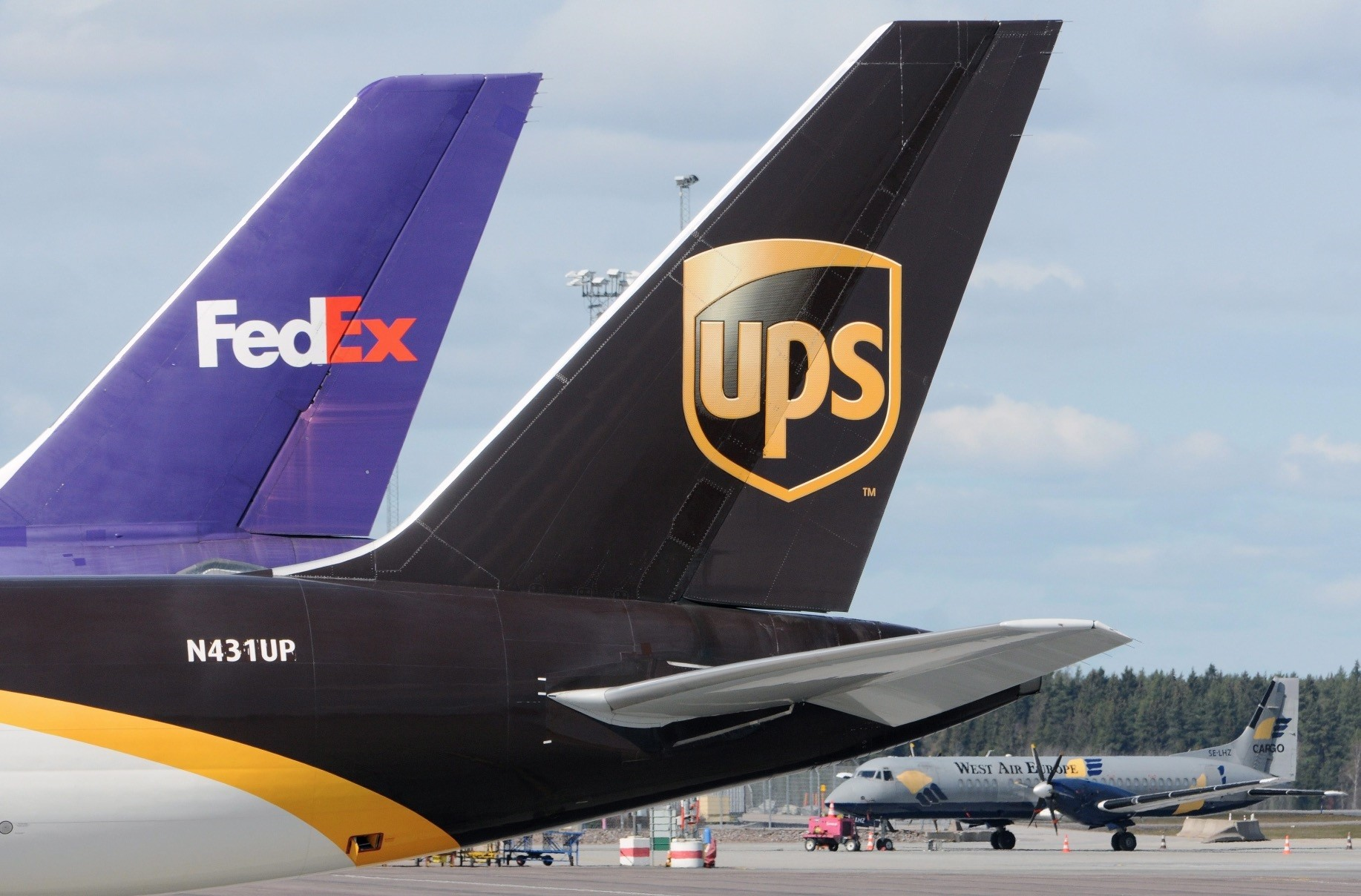 United Postal Service (UPS), DHL and FedEx have been reported to submit their bids to lease areas to run shipping and cargo freight operations in Istanbulu2019s new airport due to start operating on Oct. 29.