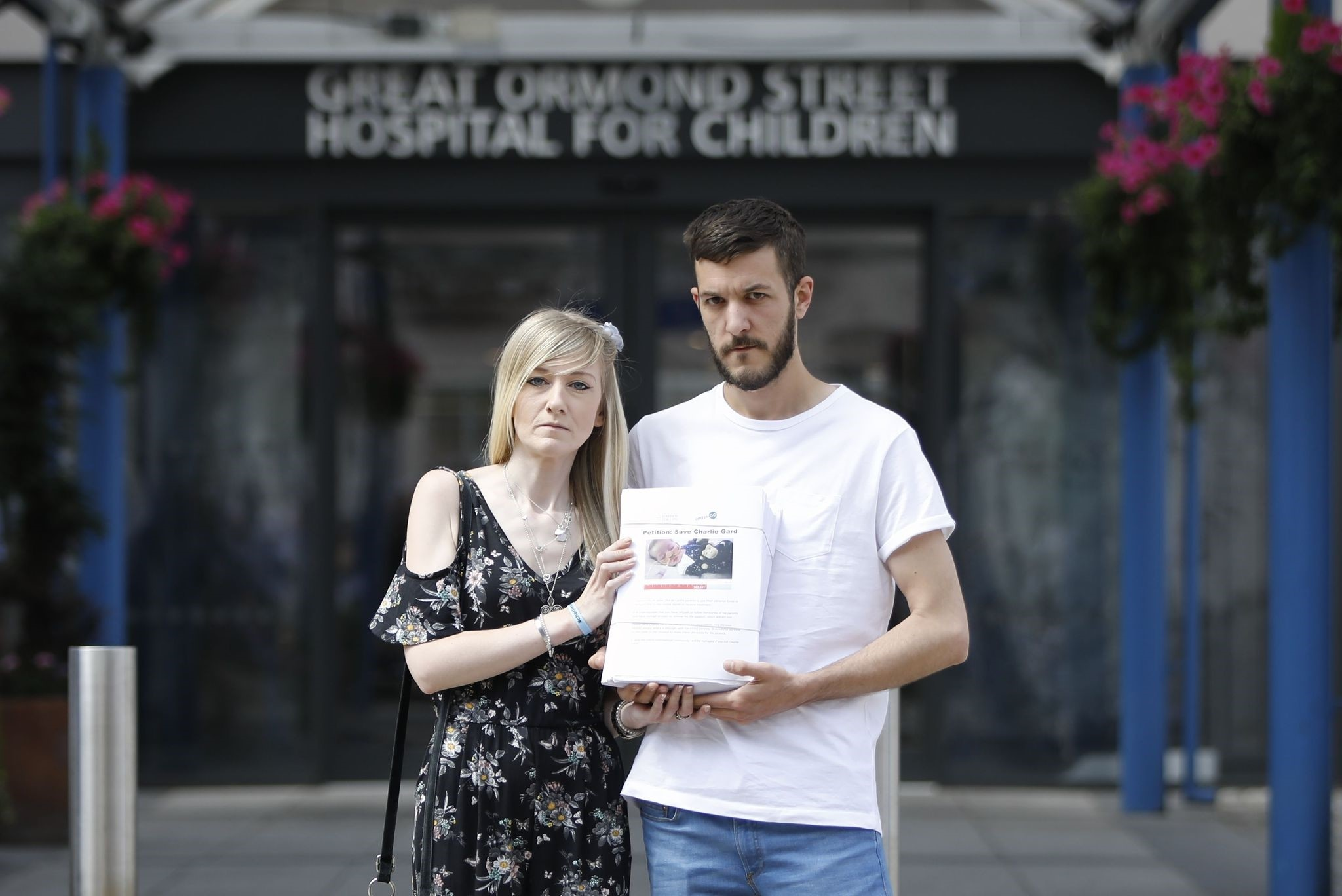 Connie Yates (L) and Chris Gard, parents of terminally-ill 10-month-old Charlie Gard, pose with a petition of signatures supporting their case, prior to delivering it to the Great Ormond Street Hospital for Children in London. (AFP Photo)