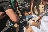Israeli army shoot six journalists during Gaza protests