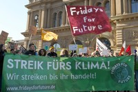 Merkel points to Russia for climate protection protests